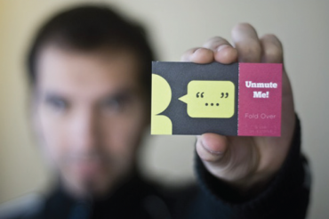 Exchanging Business Cards: Do's and Dont's.